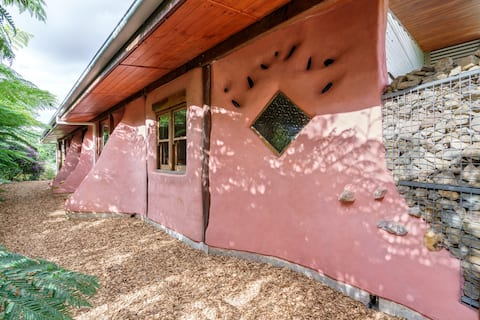 Cobhearthome - Award Winning Eco Home - Maleny