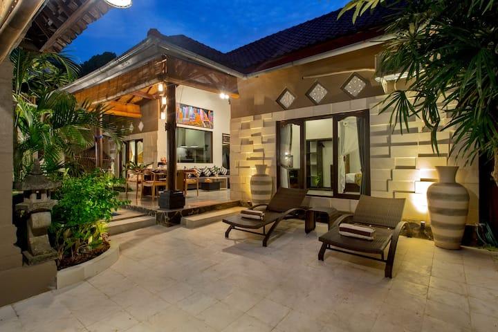Center of Seminyak 2BR Villa - Near the Hot Spots!