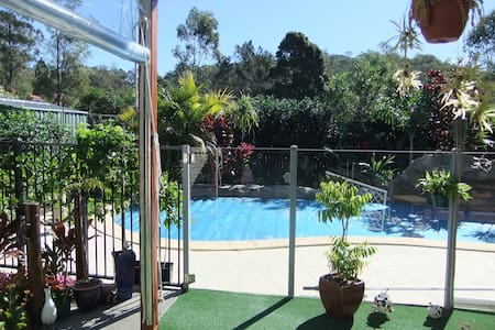 Close to Gold Coast Theme Parks, 5 minute from bus - Upper Coomera - บ้าน
