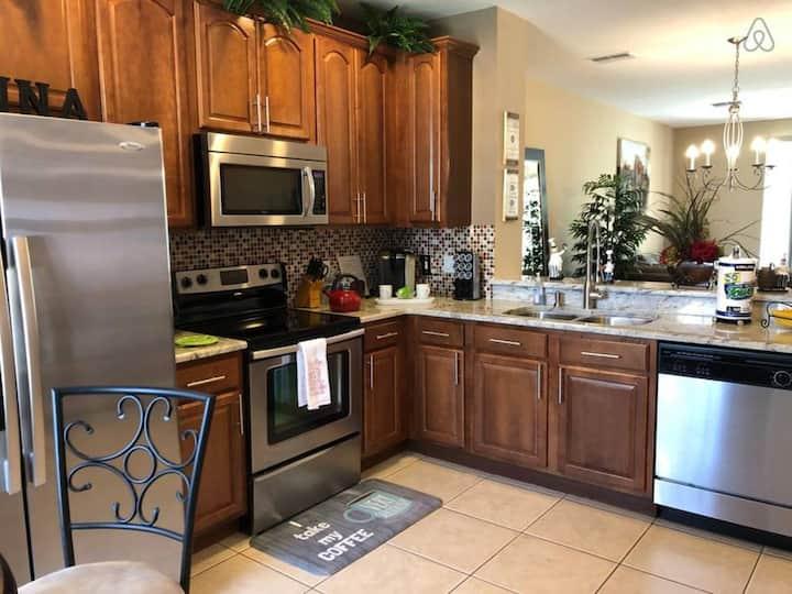 (85U) Elegant 3 Full Suites home with Heated Pool