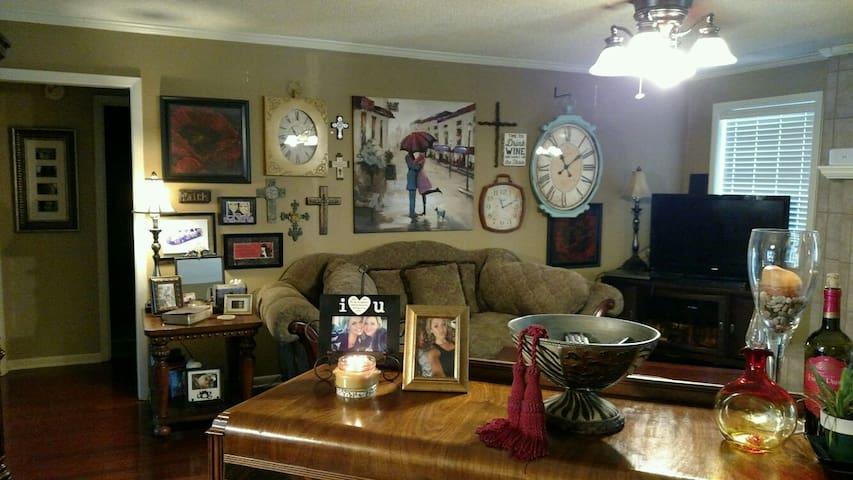 Lovely bedroom near Air Force Base - Jacksonville