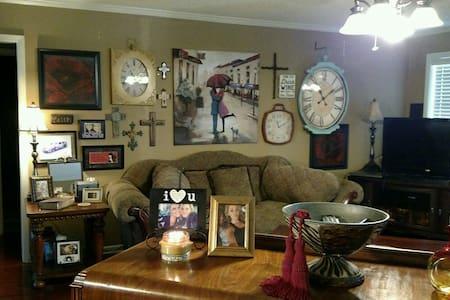 Lovely bedroom near Air Force Base - Jacksonville - Casa