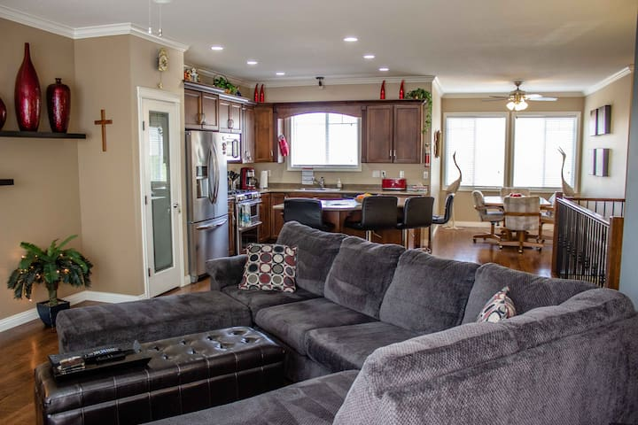 Modern Promontory Mtn. Home w/nearby hiking trails