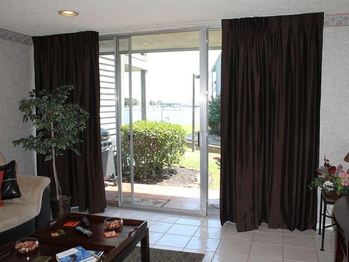 Waterfront Cozy & Comfortable 1st Floor Sleep 4