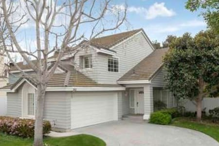 Fabulous Cap Cod home 1m to beach. - Port Hueneme