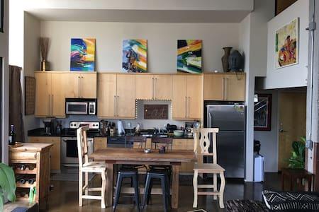 True Downtown KC Loft Experience - Kansas City - Loft
