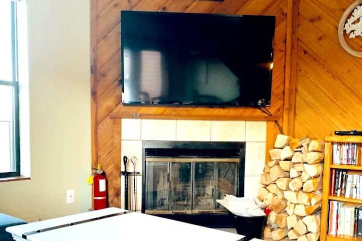 Cozy Loft fits six guests in Brian Head
