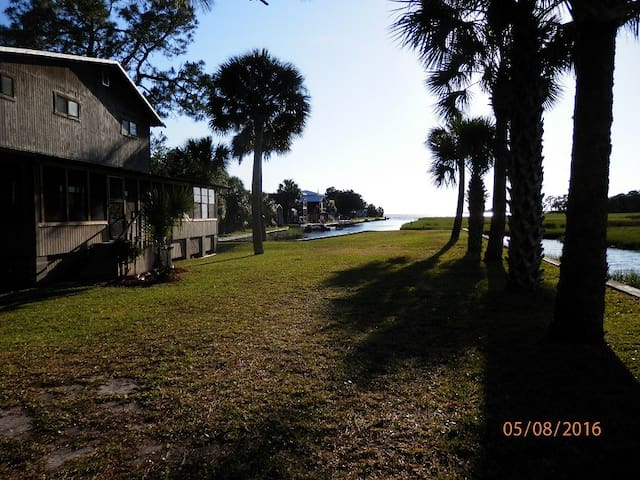 HORSESHOE HAVEN/WATERFRONT/PRIVATE POOL & HOT TUB!