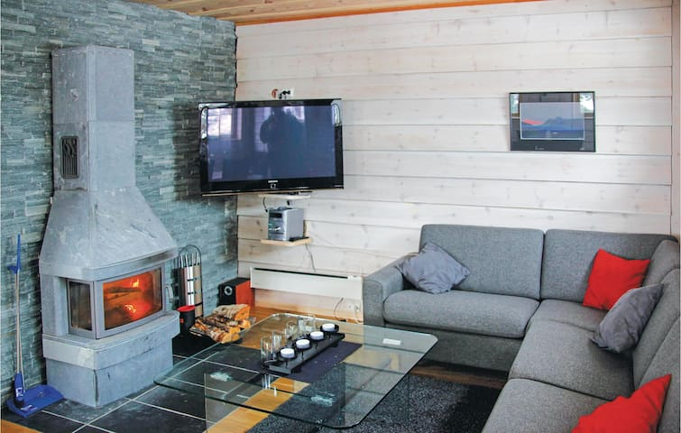 Holiday cottage with 2 bedrooms on 100m² in Stranda