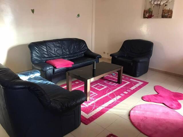 chambre et salon avec cuisne très cool... - Dakar - Daire