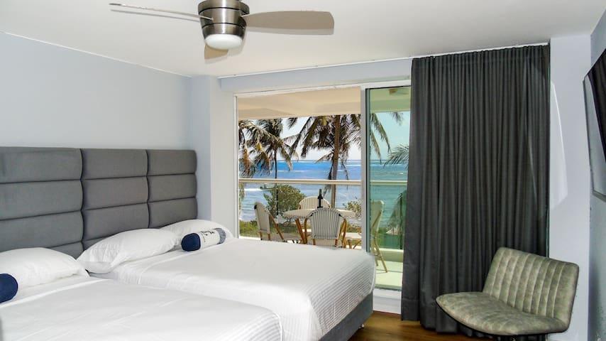 Habitación auxiliar con acceso al balcón  espectacular vista al mar