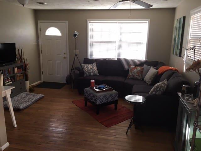1 Bedroom near Crystal Bridges Trail - Bentonville - Casa