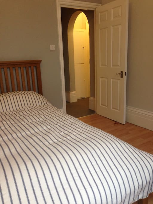 King size bed, with pocket sprung mattress.
