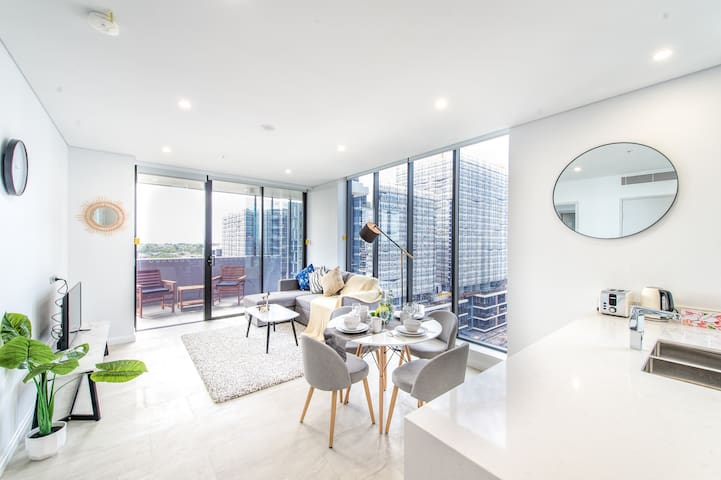 Luxury 2 Bds Apt & free parking with Stunning View