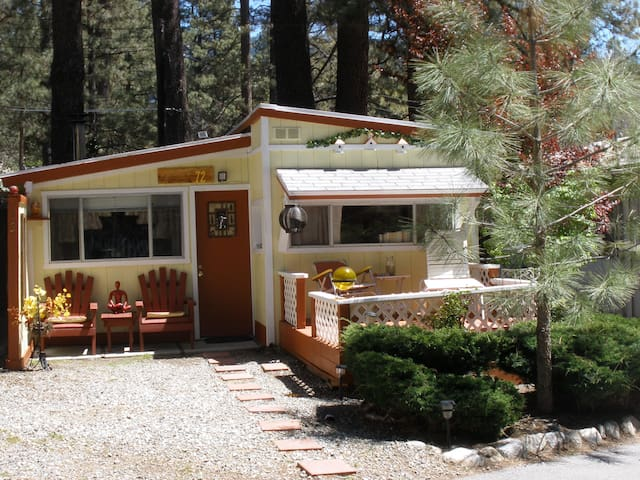 COZY, QUAINT & COMFORTABLE COTTAGE - Idyllwild-Pine Cove - Rumah