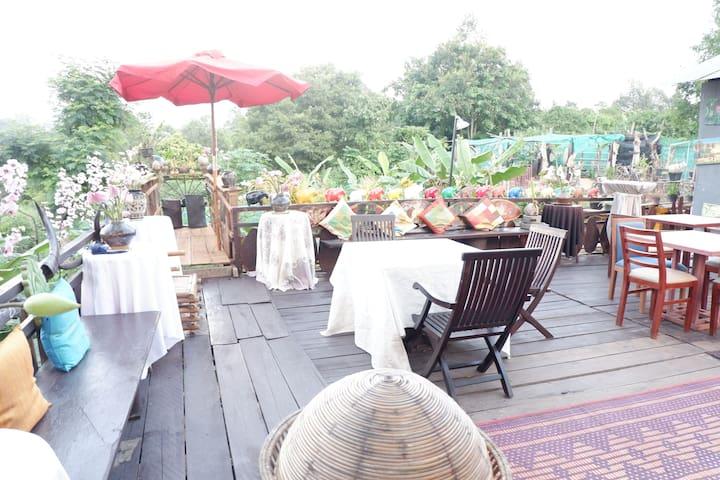 Artistic Eco Homestay + Bamboo Hut Near Angkor Wat