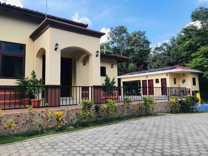Casa Borealis (Offgrid Luxury)