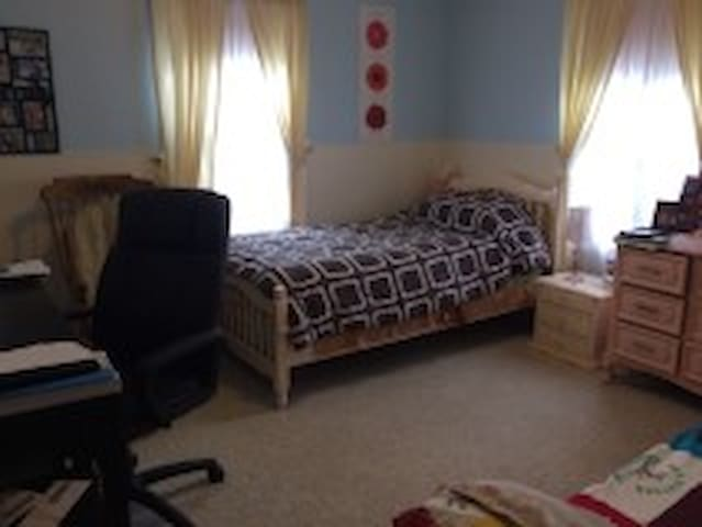 Cozy room in a well located house - Boston - Casa