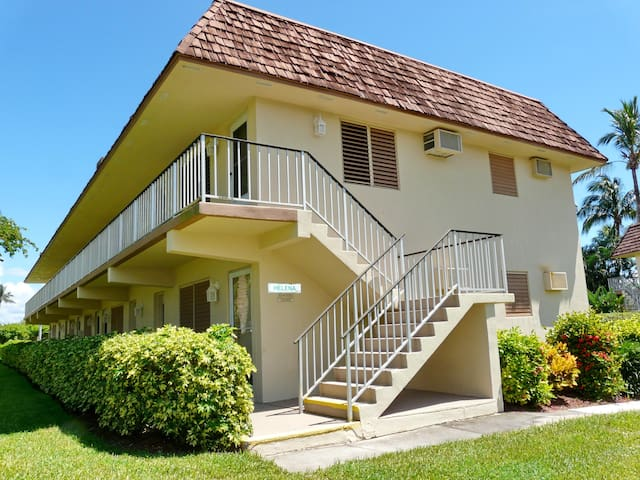 Tranquil condo w/ heated pool a short walk from beach & restaurants