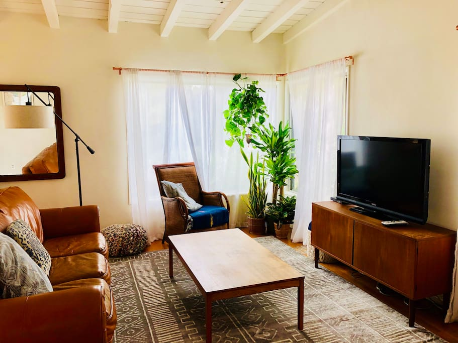 living in the living room venice purple bungalow houses for rent in los 21354