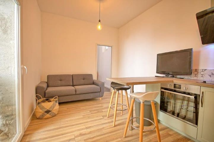 BRAND NEW RENOVATED FLAT IN OLD TOWN