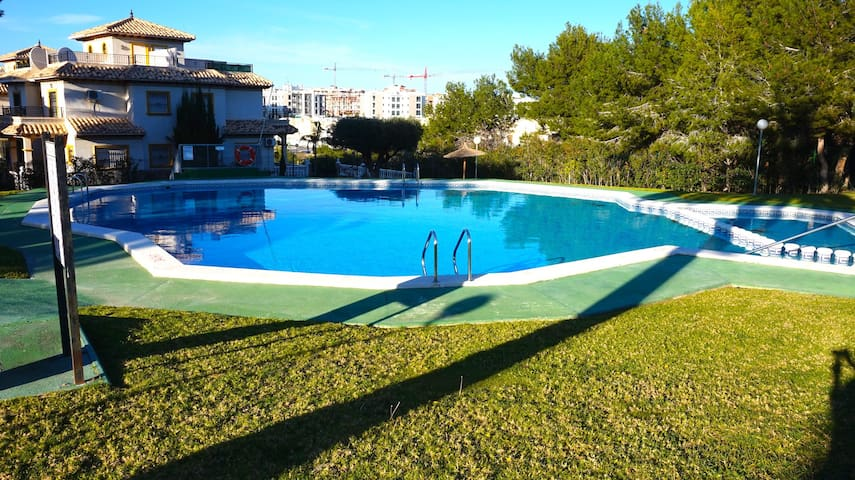 2 Bed 1st Floor Apartment - Nr Villamartin Plaza