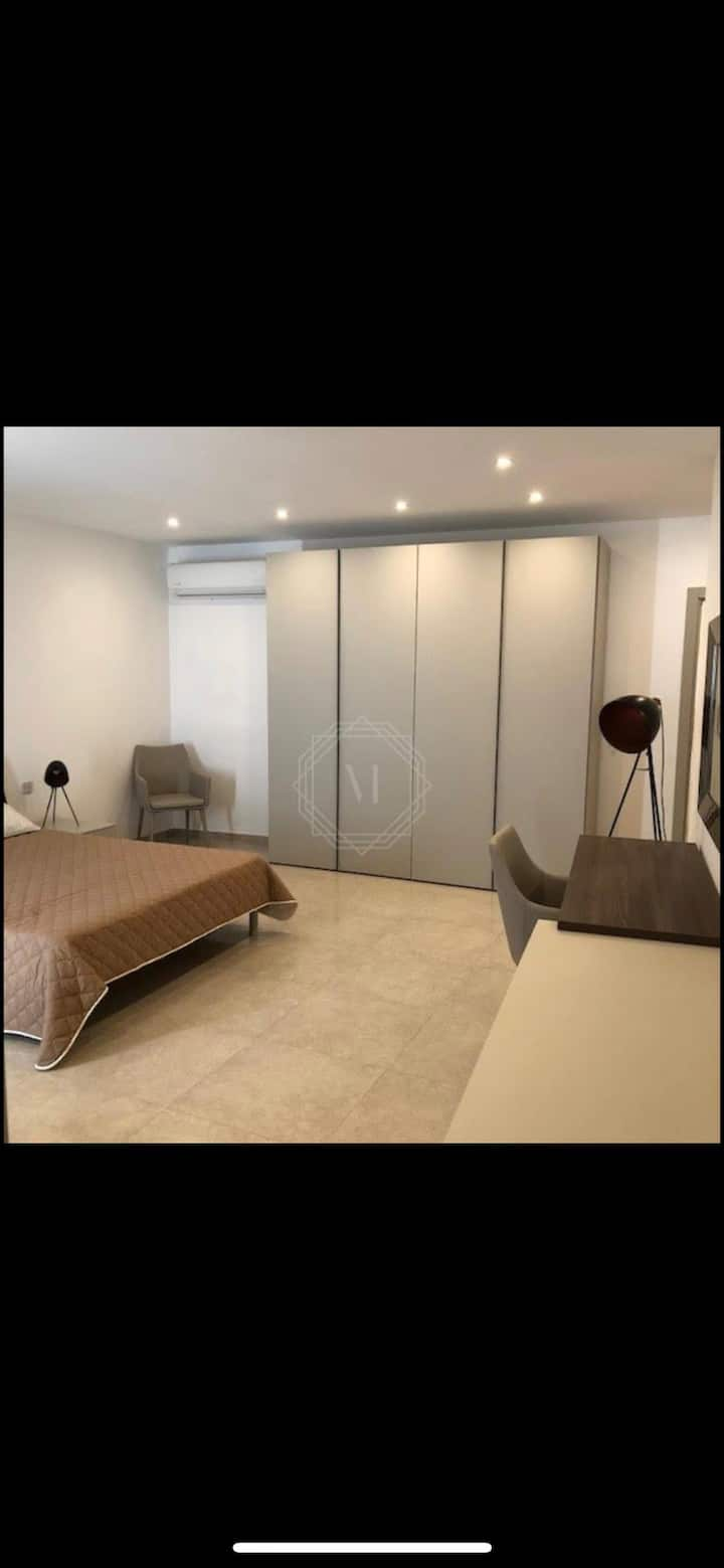 Chambre privée spacieuse au centre de Sliema