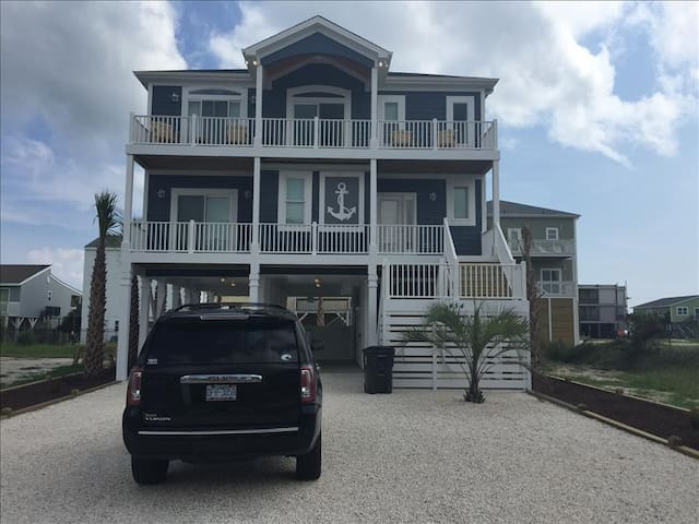 Blue Diamond, an Ocean Isle Beach property with beautiful views, a private pool and an elevator - Ocean Isle Beach - Huis