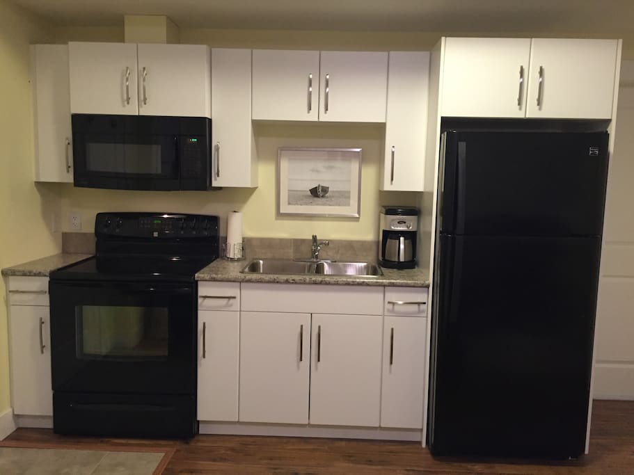 Small but complete kitchen with service for 2