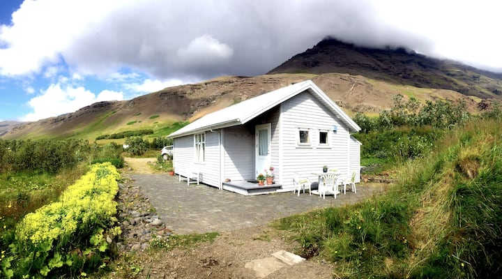 Cosy family cottage at Vellir