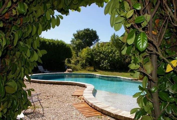 Mas ancien en bord de rivière avec piscine - Bagnols-sur-Cèze - Dom