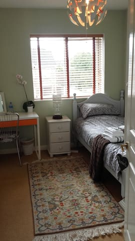 Lucan, Dublin. Single comfy cosy quiet room!!