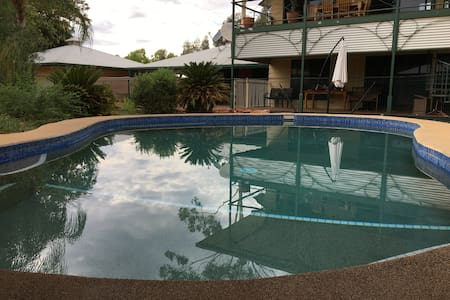 Haven on Heath-3 bd/2 Bathroom-Alice Springs Accom