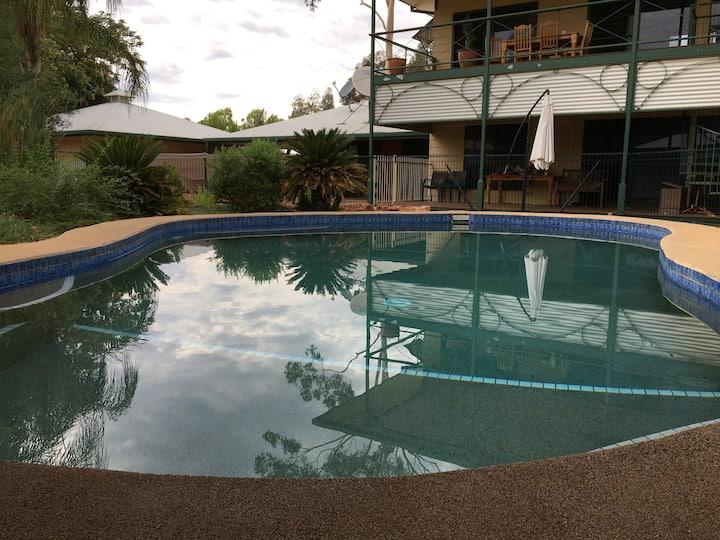 Haven on Heath-3 bd/2 Bathroom-Alice Springs Accom