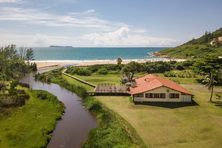Casa a Beira mar da praia da Gamboa Garopaba