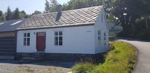 Hus ved sjøen / House with a seaview