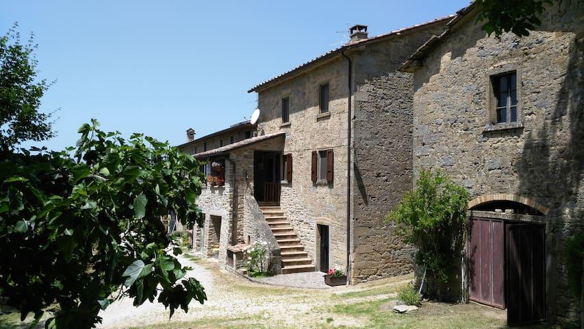 Casa nel verde tra Umbria e Toscana - Corposano - House