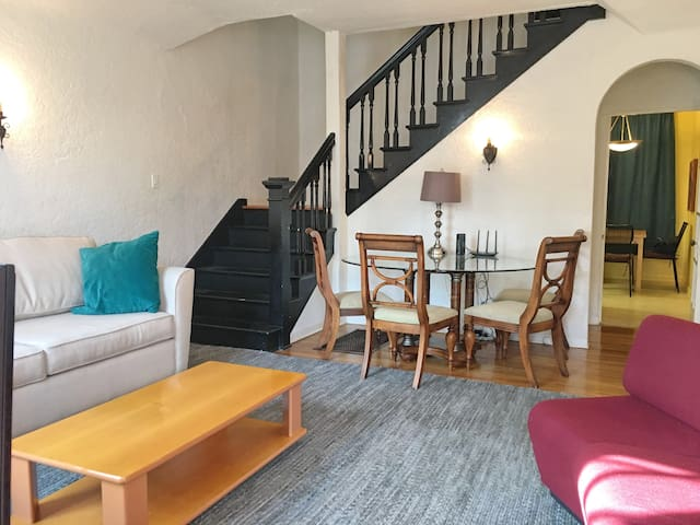 Bright, spacious, private Townhouse. Weho, Grove +