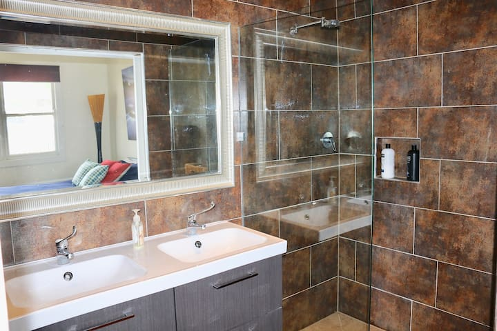 Ensuite bathroom with double basin and spacious walk in shower
