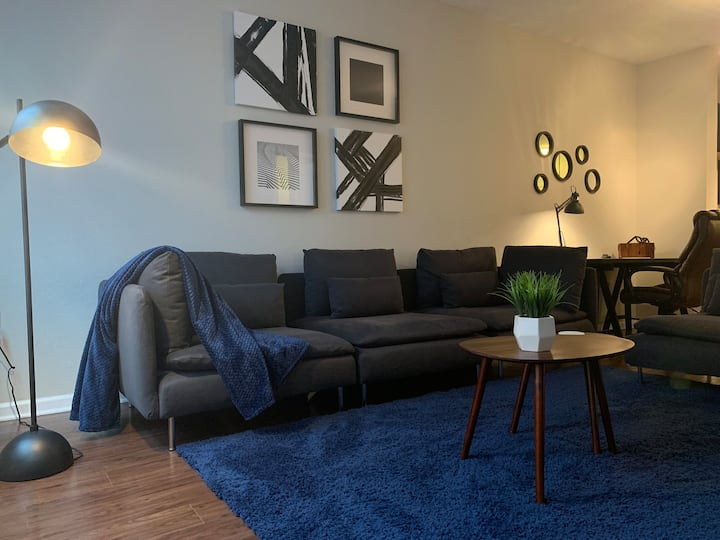 Stylish apt by Premium Outlets and Disney Springs!