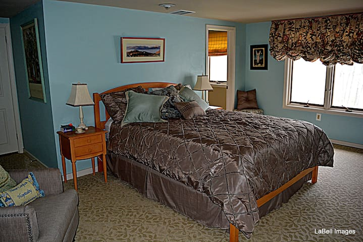 Queen Bedroom with Private bath and view of the Pond
