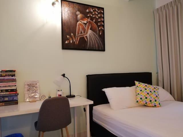 Cozy Comfy  2 Bedrms Apt +WiFi +LRT @Subang Sunway