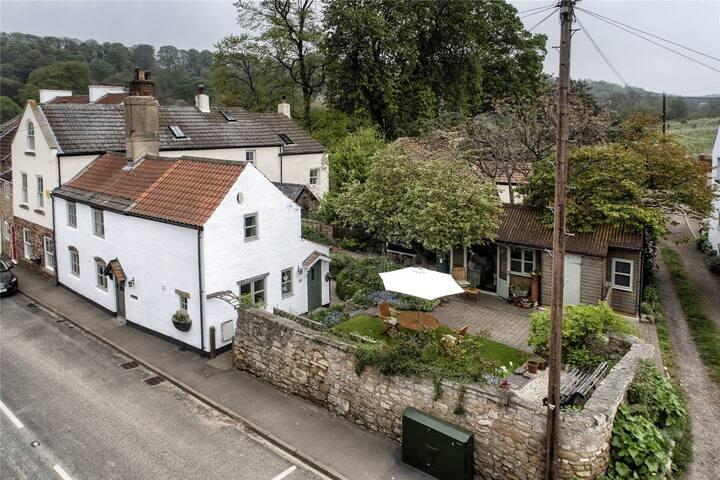Went Cottage: Idyllic cottage in historic location