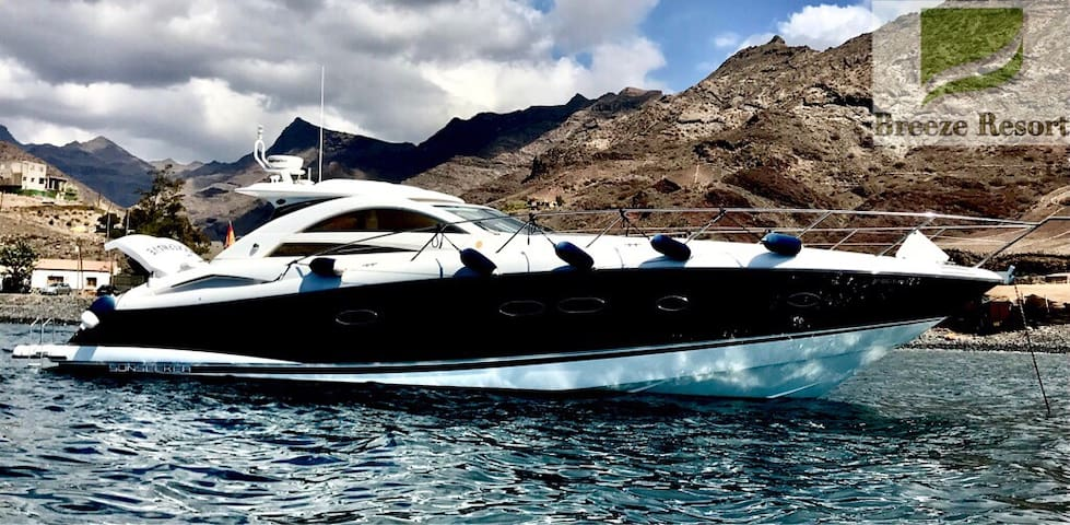 Breeze resort boats, for perfects days at the sea.