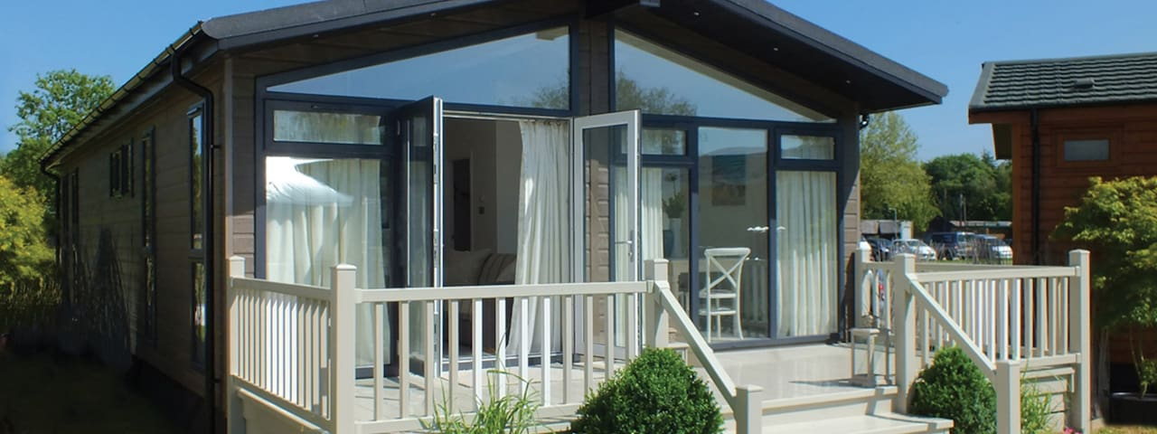 3 Bedroom Deluxe Lodge at Norfolk Park - North Walsham - Alpstuga