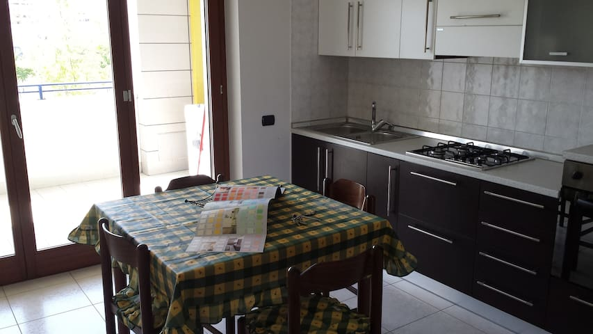 Appartamento in residence di fronte aeroporto. - Sambuceto - Appartement
