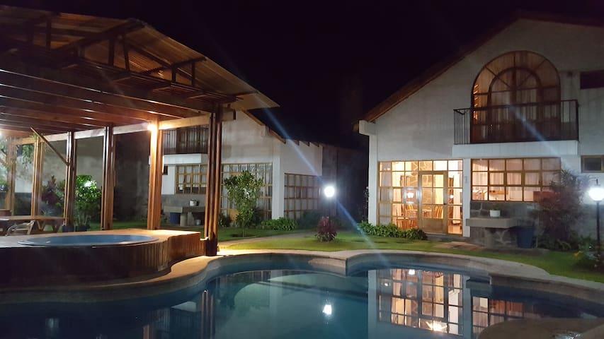 Villas de Coco, Panajachel, Sololá, Guatemala.