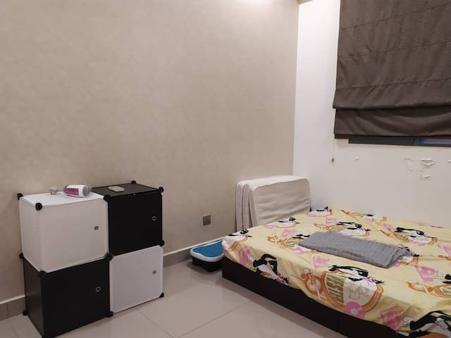 Room for 2 guests in a share condominium unit