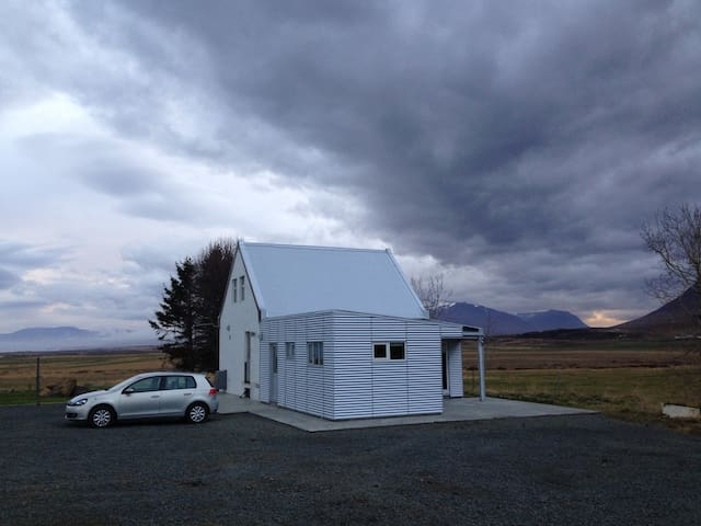 Cosy farmhouse near Akureyri with mountain views - Akureyri - House