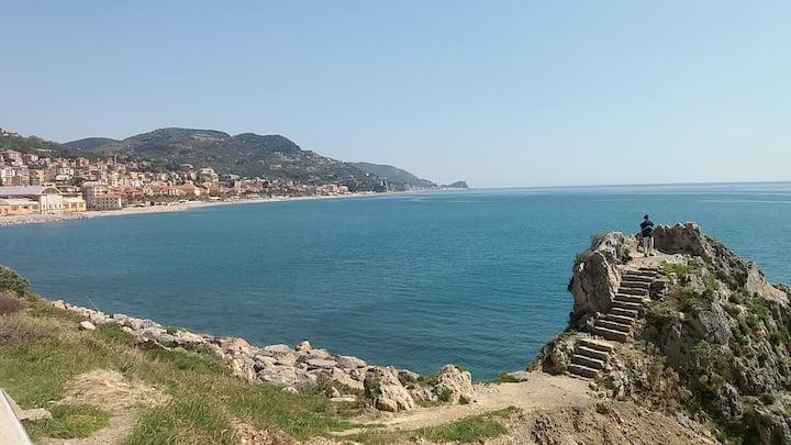 Bilocale in centro Finale Ligure a 20 mt dal mare